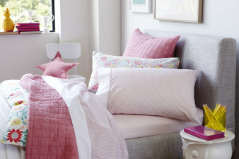 S_2014_1_Sleep_Bedlinen_Stripes_Pink_Sheet Set_Web_HR_2